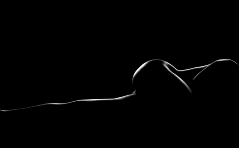Resultado de imagen de silueta furtiva en la oscuridad mujer