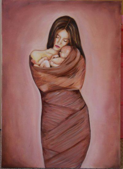 Madre desesperada abrazando su bebé