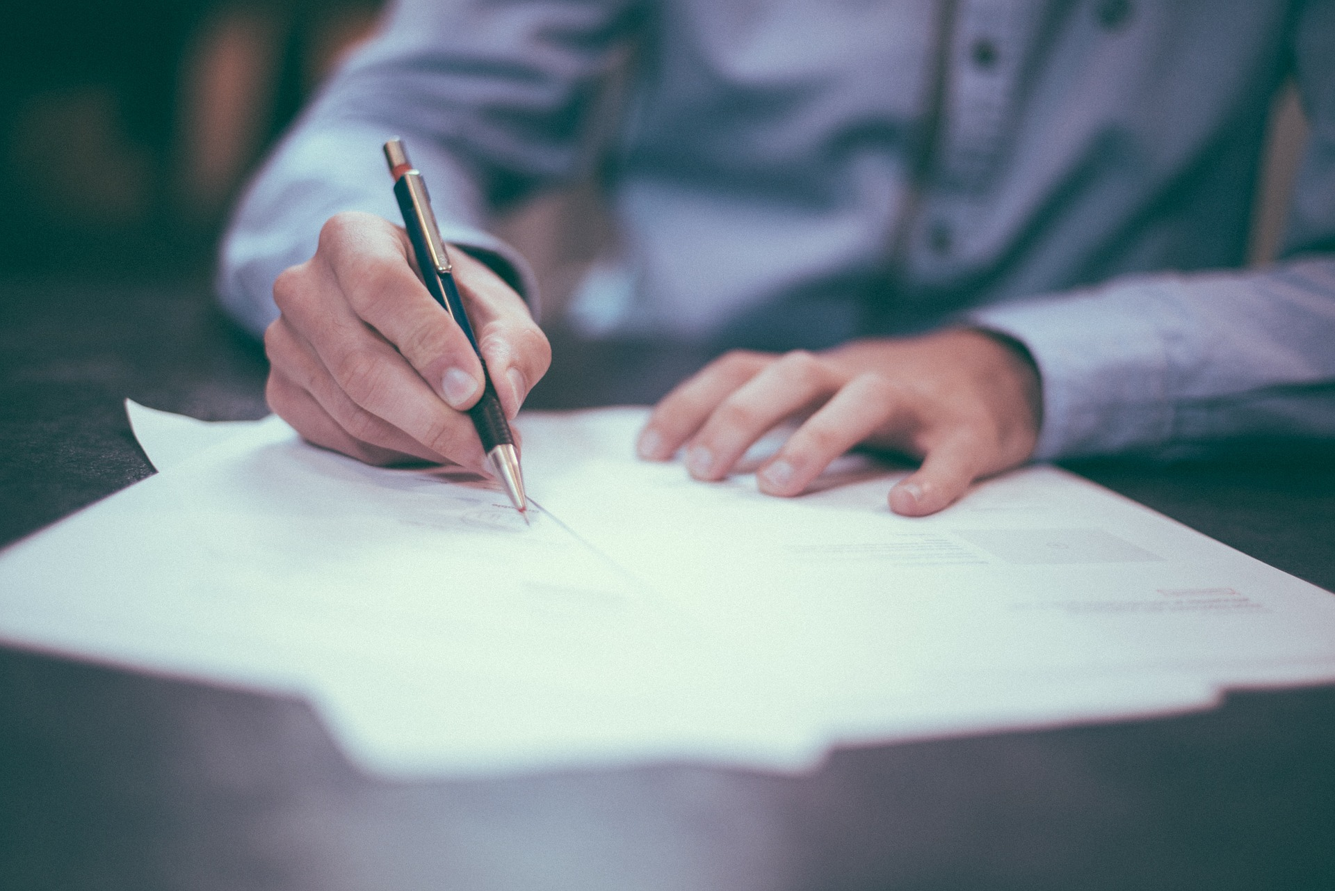 Agente literario para escritores noveles: ¿Merece la pena? ¿Cómo conseguirlo?